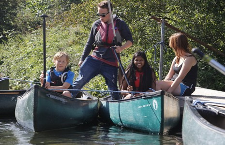 icture of family in canoes on the River Stour
